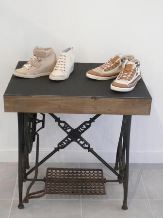 table avec pied machine a coudre faire une table avec un touret de cable table touret pied. Black Bedroom Furniture Sets. Home Design Ideas